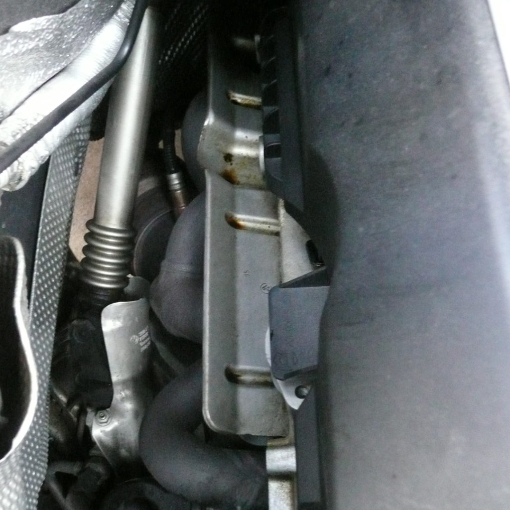BMW118i E87 オイル拭き取り後