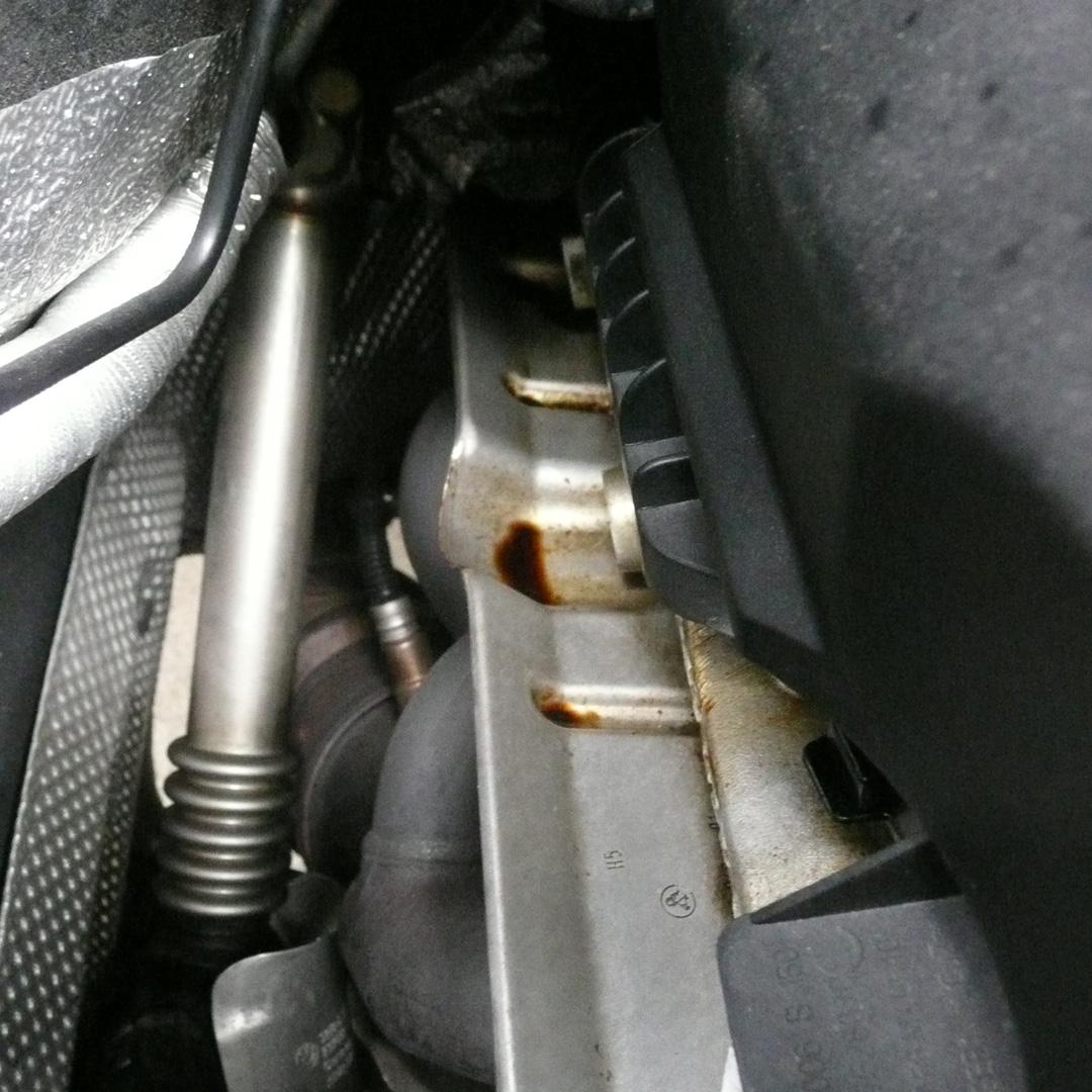 BMW118i E87 オイル拭き取り前