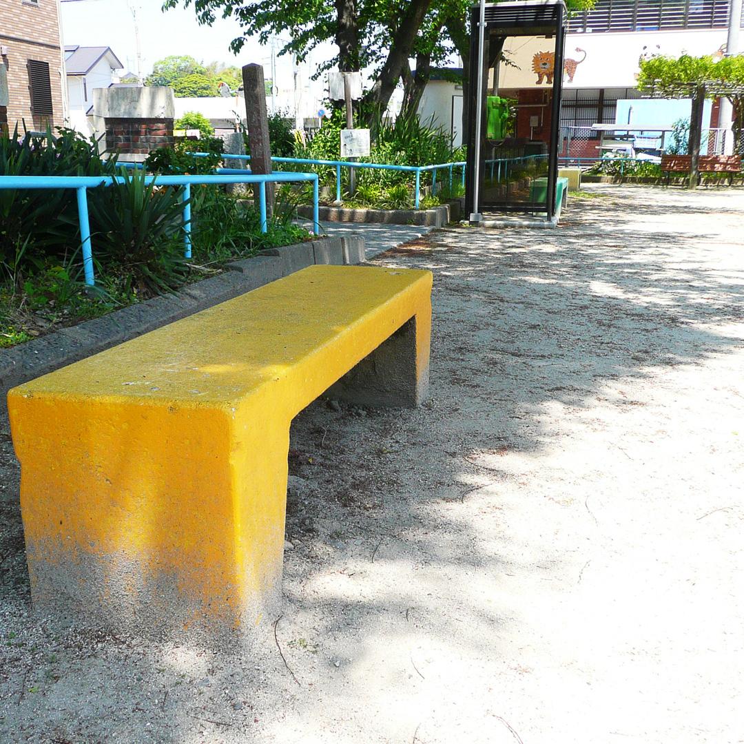 公園のベンチが気持ちよさげ