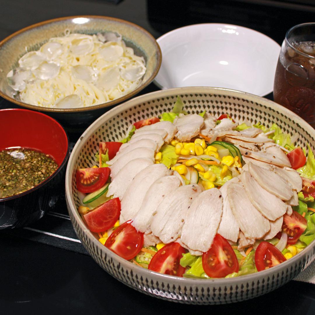 暑い日にはさっぱりサラダと素麺に限る|男の料理