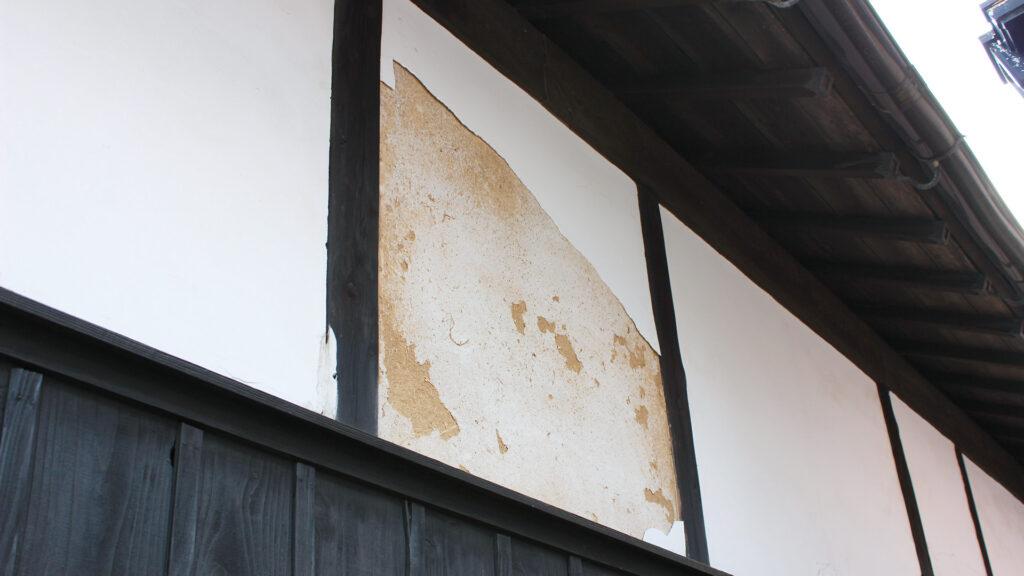 台風で剥がれた漆喰